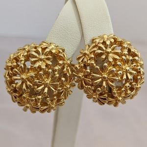 Vintage Sarah Coventry Gold Flower Clip Earrings
